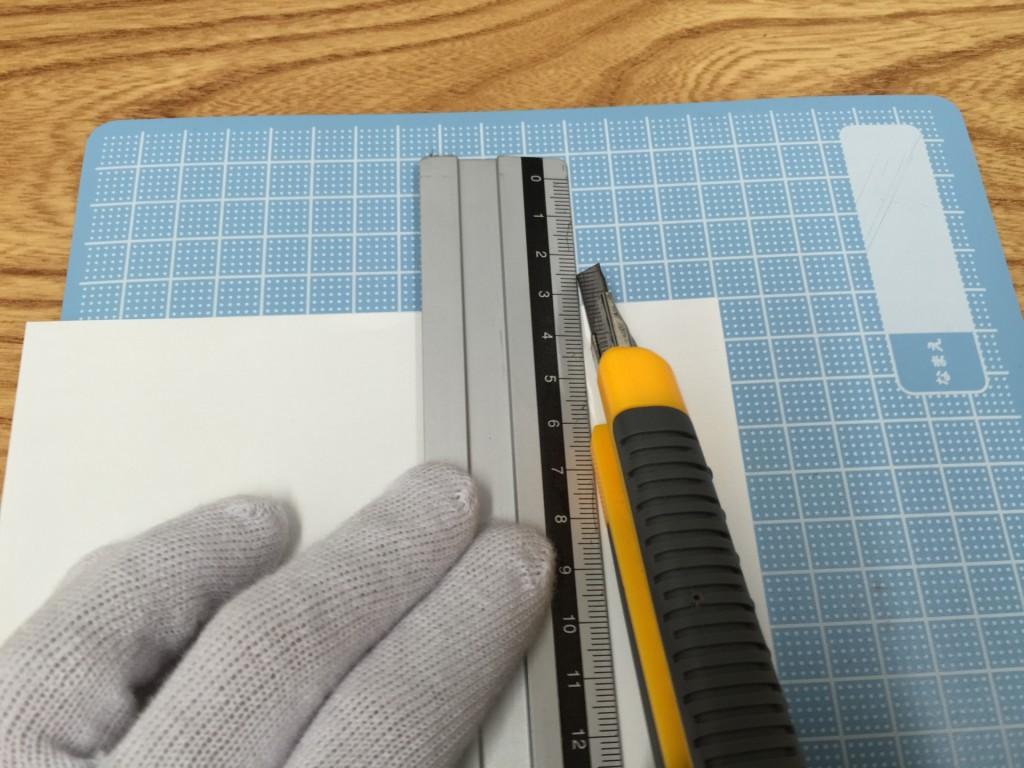 中性紙を幅3cmにカット