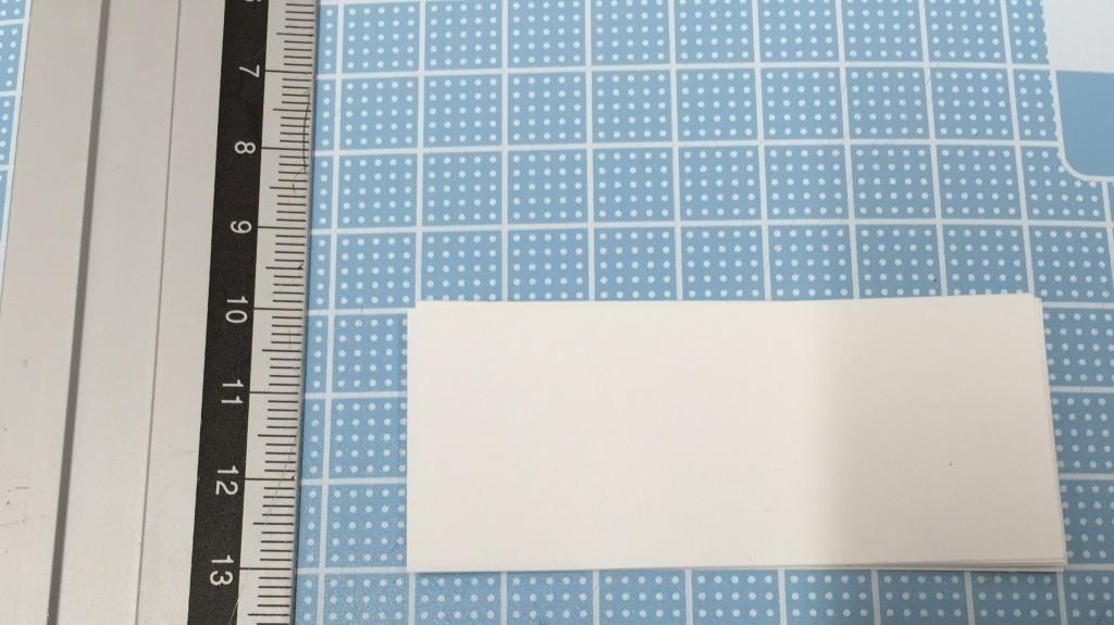 中性紙を3cm×7cmにカット