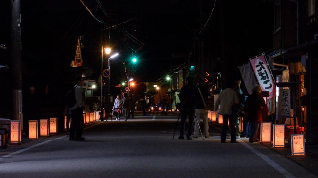 行灯を撮影するカメラマン達
