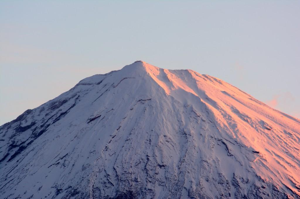 朝日に染まる富士山。どーんと寄ってみた