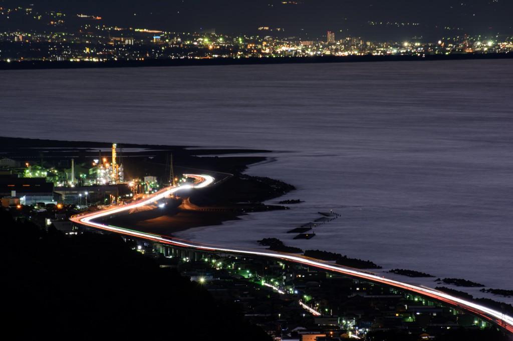 イハラニッケイとバイパスの月明かり/蒲原