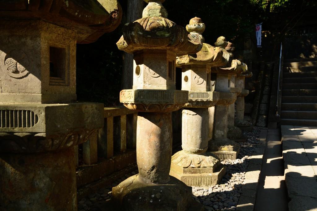 廟所(びょうしょ)参道の石灯籠