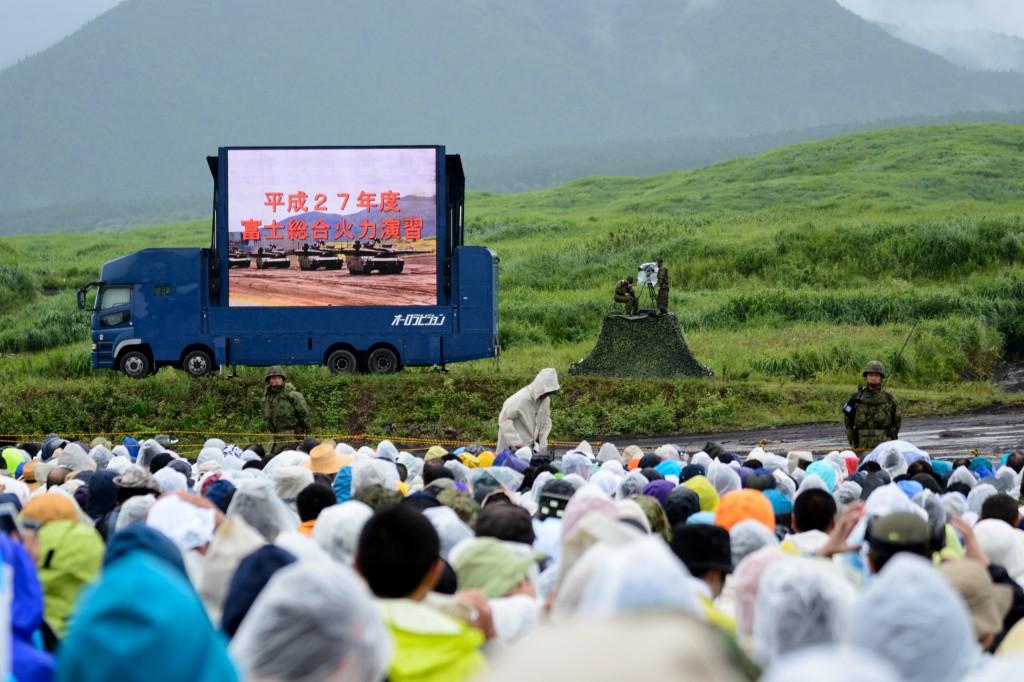 富士総合火力演習は人がいっぱい